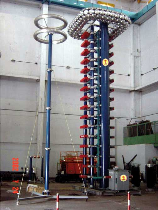 数字化冲击电压(电流)波形记录测量分析系统 GIS振荡操作波及陡波试验装置 冲击电压(电流)发生器试验系统设备技术改造 100~4800kV系列各种容量成套冲击电压(电流)试验装置。并可提供多种波形系列成套冲击电压(电流)发生器。冲击试验装置主要由:发生器本体、截波、分压器、四组件控制台(控制台分为微机型和普通型)、数字化波形记录系统等组成。 适用范围:变压器、电抗器、互感器及其它高压电器、高压晶闸管阀SVC(HVDC)、电力电缆、各类高压绝缘子、套管等试品的标准雷电冲击,雷电截断波,操作冲击及用户要